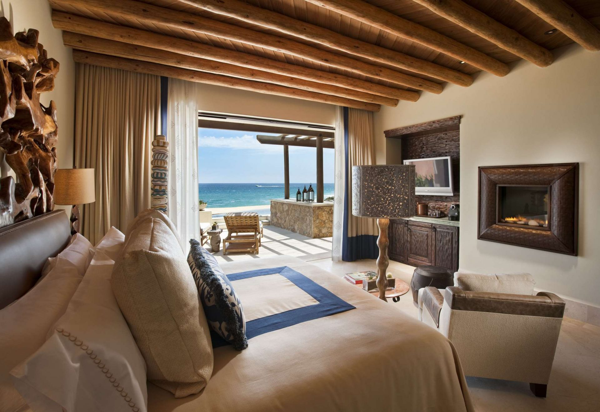 2 bedroom beachfront suite Pedregal