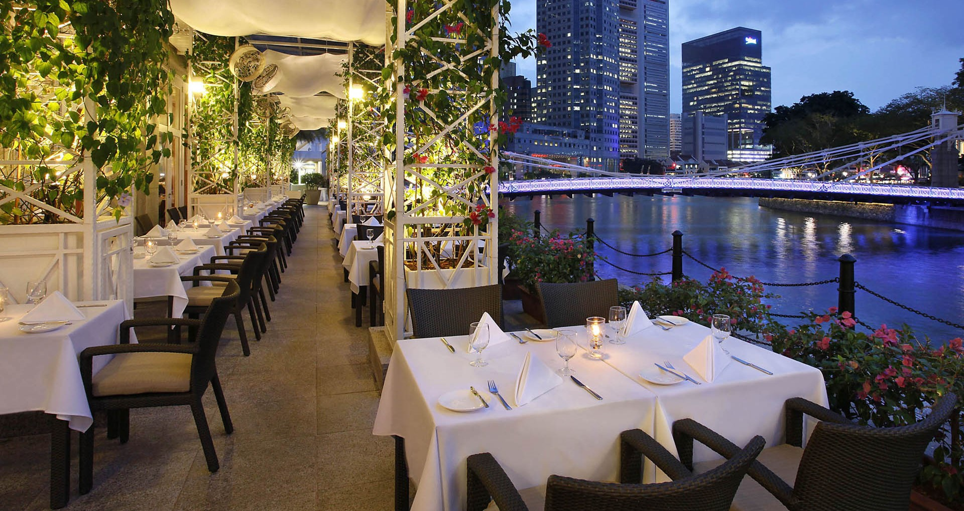 Town-Alfresco-Evening-The-Fullerton-Hotel