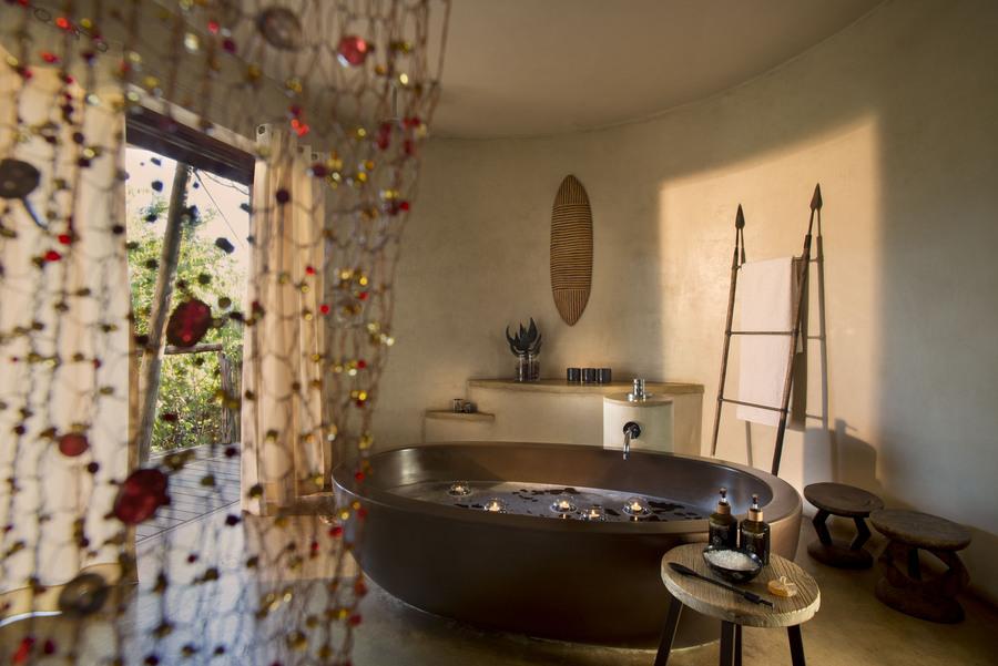 med-maratabasuitebathroom-131215