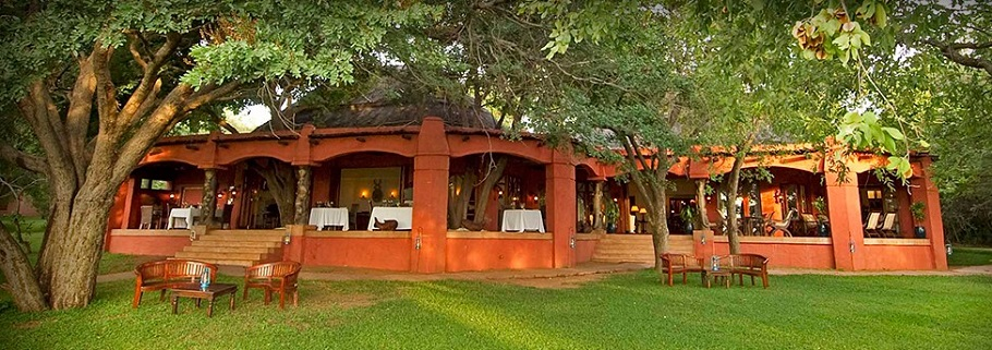 sanctuary-chobe-chilwero-main-area