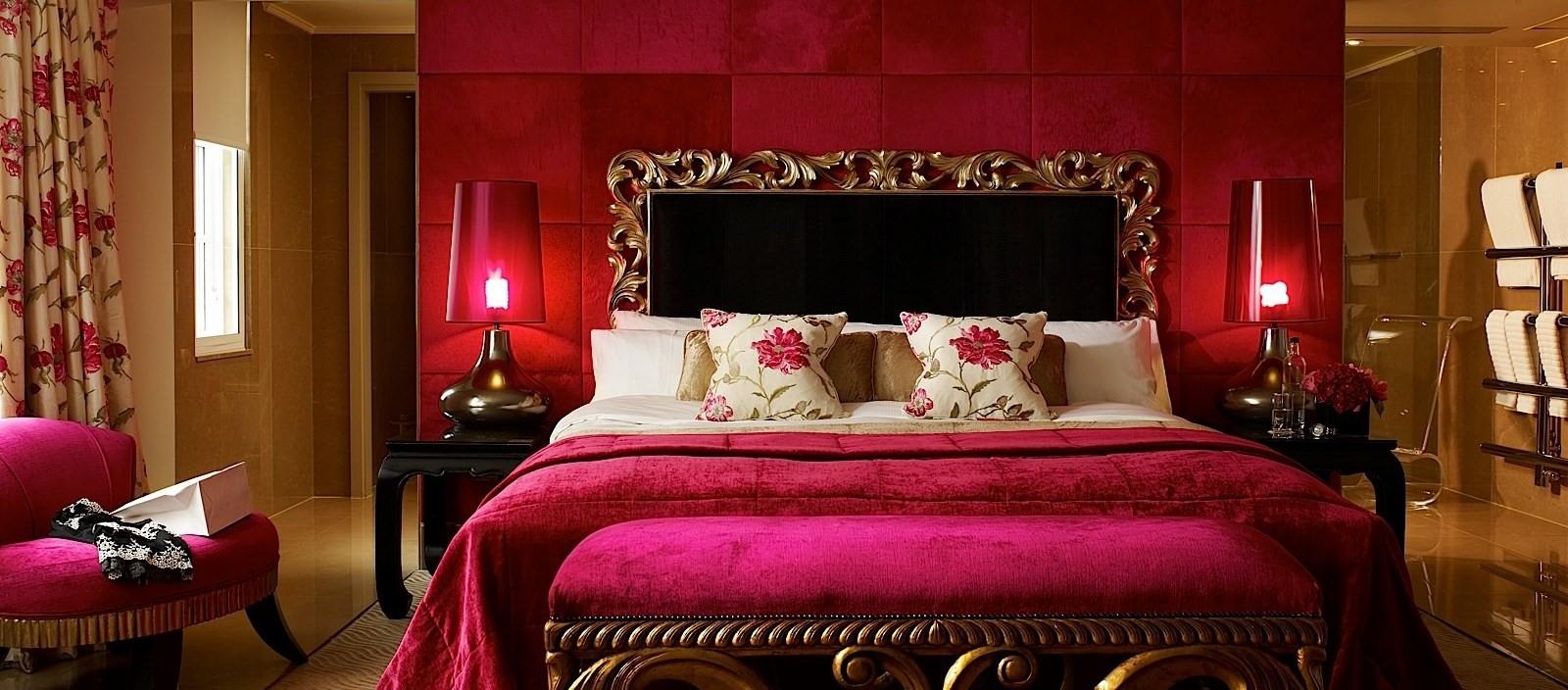MAY_BED_Schiaparelli_Suite_bedroom_2013 - Crop