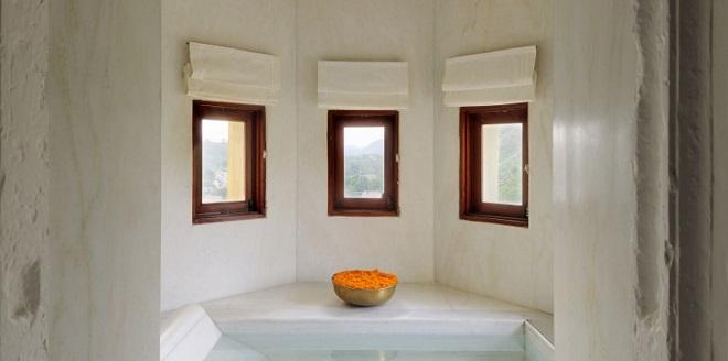 RAAS Devigarh PalaceSuiteBathroom - Crop